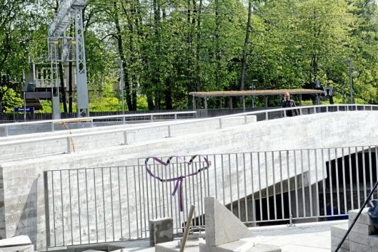 NY BRO: Den nye broen knytter GreverudTorget sammen med Greverud stasjon.