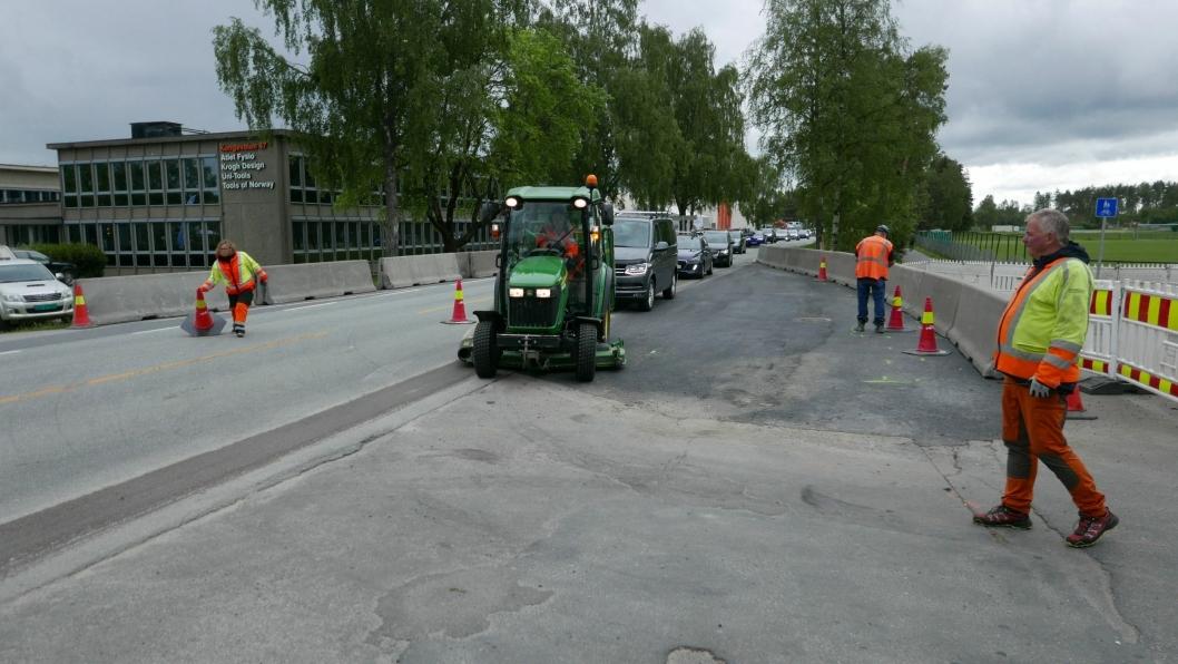 LEGGER OM TRAFIKKEN: Akkurat nå jobber Skanska med å flytte trafikken til høyre side.