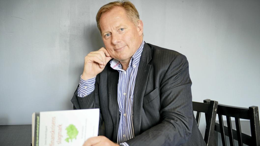 REDNINGEN: Svein Harald Øygard ble tildelt oppgaven å redde Island. Nå har han skrevet bok om sin tid som sentralbanksjef på Island..