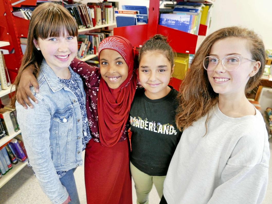 VIL LESE MER I SOMMER: Ellen Strømsnes (12), Suado Siad Moalim (13), Zahra Noel (12) og Ilinka Gil Tevanovic (12).