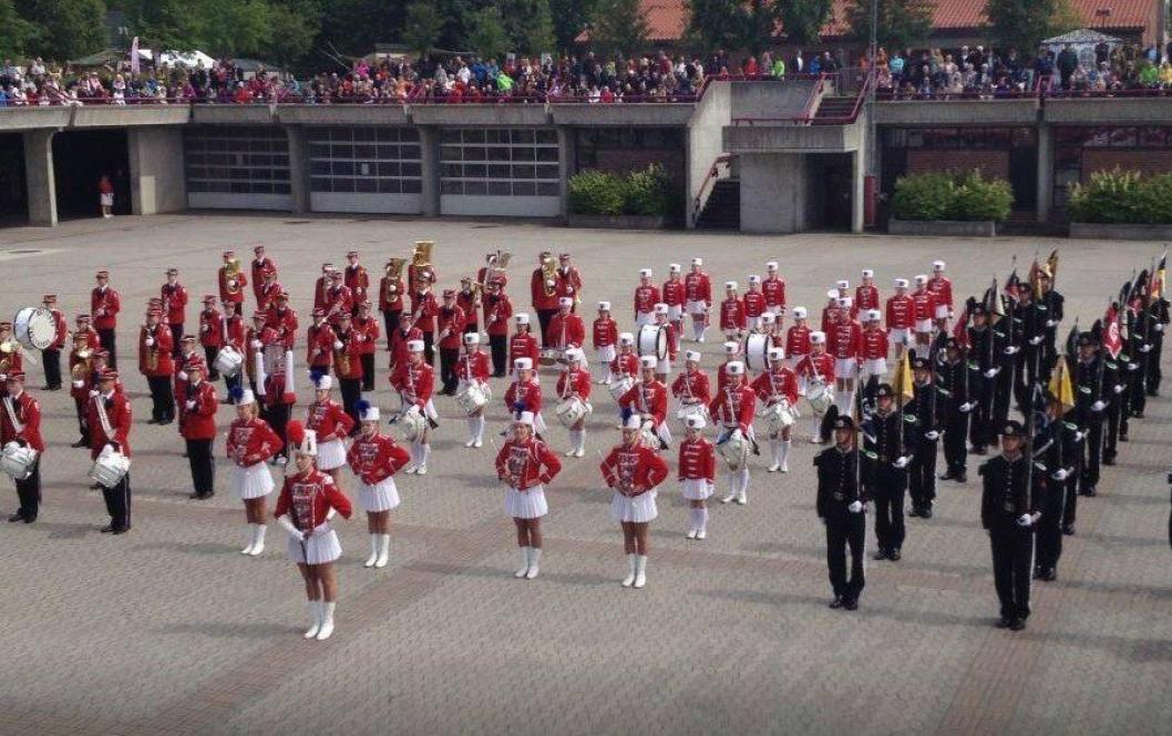 STOR MARKERING: HM Kongens Garde feirer jentene i Kolbotn-Garden lørdag 15. juni.