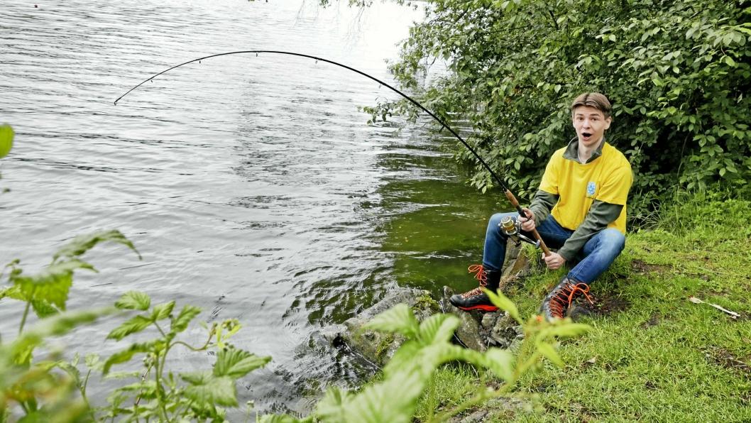 GARANTERER FISK: Ole Henrik Sæve (18), ungdomsansvarlig i OJFF, garanterer fisk til alle som møter opp.