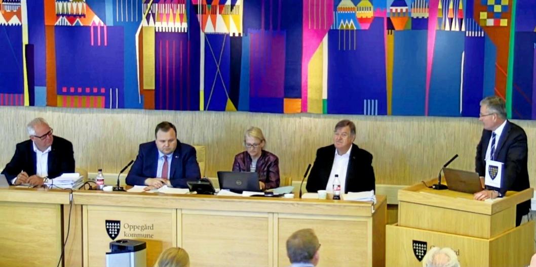 SA I FRA: Knut Oppegaard overrasket mange da han gikk på talerstolen og stilte konkrete spørsmål om sammenslåingsprosessen til partikollega og ordfører Thomas Sjøvold.