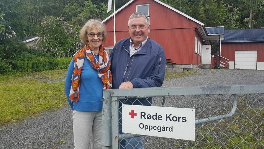 INITIATIVTAKERNE: Anne Andersen (73), kjent som frivillig fra «Bestemorsbedriften», og nestleder i Oppegård Røde Kors, Bernd Gutbier (65).