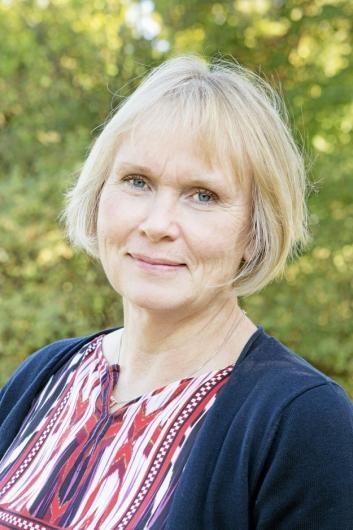 FOR TIDLIG: Fungerende rådmann, Else Karin Myhrene, sier det er for tidlig å vite skadeomfanget og når hallen kan gjenåpnes.