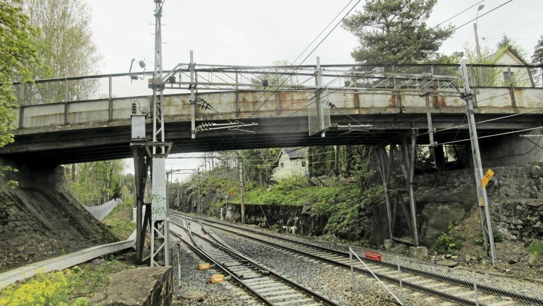 FLASKEHALS: Oppegård bro har vært en flaskehals i en årrekke. Nå blir det ny bro, som trolig bygges i 2021.