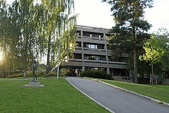 Beholder rådhuset, men selger store deler av rådhuskvartalet
