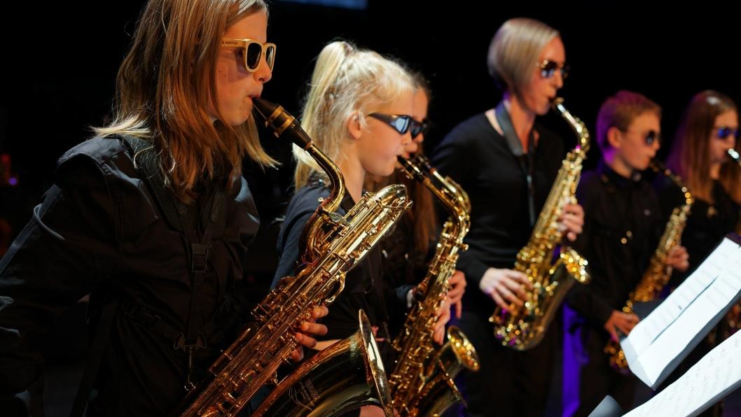 """KONSERT I SKI: Fra """"Mission Impossible"""" av saxofonensemblet  fra lørdagsforestillingen KUL-TUR PÅ TVERS på Rådhusteatret."""