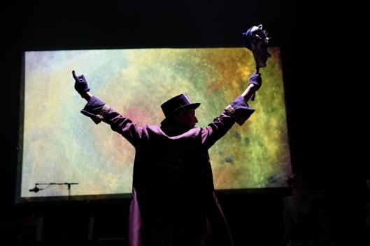 """FORESTILLING: Fra """"Soviet Trumpeter"""" av Danseteatret fra lørdagsforestillingen KUL-TUR PÅ TVERS på Rådhusteatret."""
