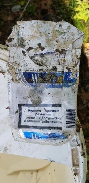 UTENLANDSKE SIGARETTER: – Sigarettpakkene av merket Winston som lå på stedet var ikke kjøpt i Norge. Advarselen om fare for helse ved røyking var skrevet på russisk, sier Tom Rune Fløgstad.
