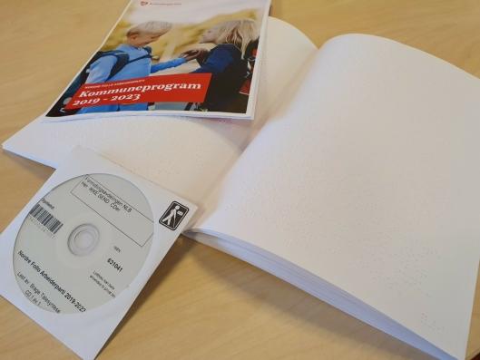 I TRE FORMER: Nordre Follo Arbeiderparti har laget kommuneprogrammet sitt også i punktskrift (blindeskrift) og digitalt (lydfil).