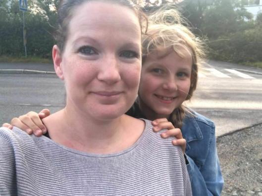 FORNØYD MED KONTROLLEN: Frøydis Grønhaug (33) med datteren Ida Kristine (9).