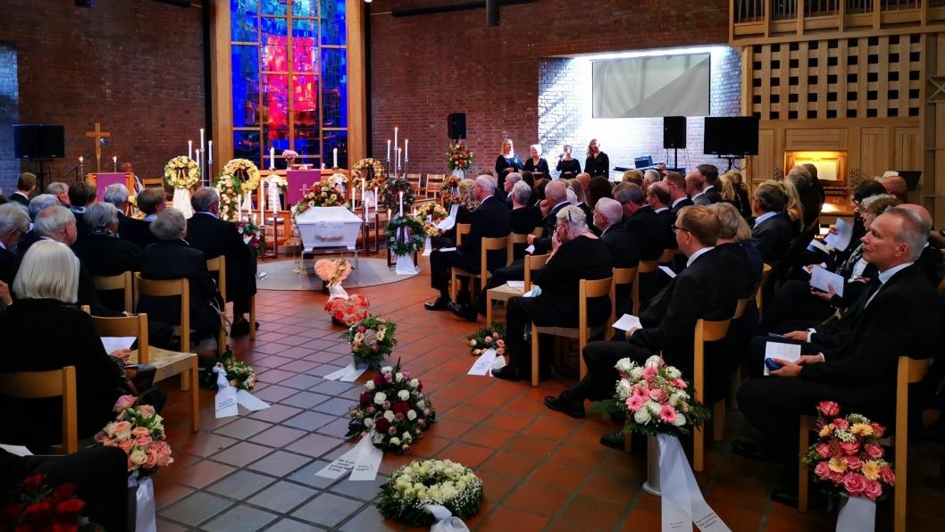 TOK FARVEL: En fullsatt Sofiemyr kirke var samlet til bisettelse fredag klokken 13:00 i dag.
