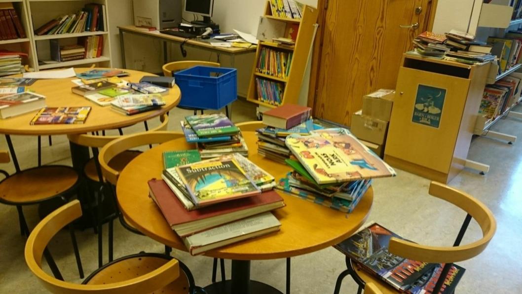 """SKOLEBIBLIOTEK UTEN BIBLIOTEKAR: """"Skolebiblioteket er skolens hjerne og hjerte, et kunnskapssentrum og et sted for livsnødvendig virkelighetsflukt. Bibliotekaren er den som løfter bøkene, fortellingene og opplevelsene ut av bokhyllene og gjør dem levende, i både bokstavelig og overført betydning"""", skriver Hans Martin Enger i sitt debattinnlegg."""