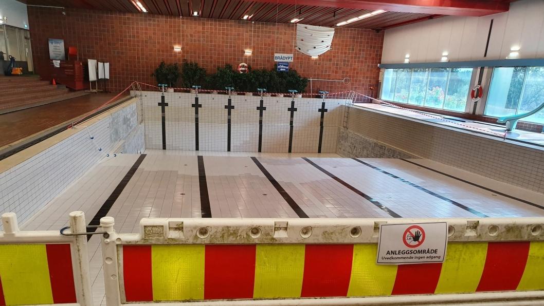 BLIR STENGT I FLERE MÅNEDER: Avhengig av rehabiliteringsløsningen kan svømmehallen på Sofiemyr bli stengt i en periode fra to og en halv måneder til nyttår.
