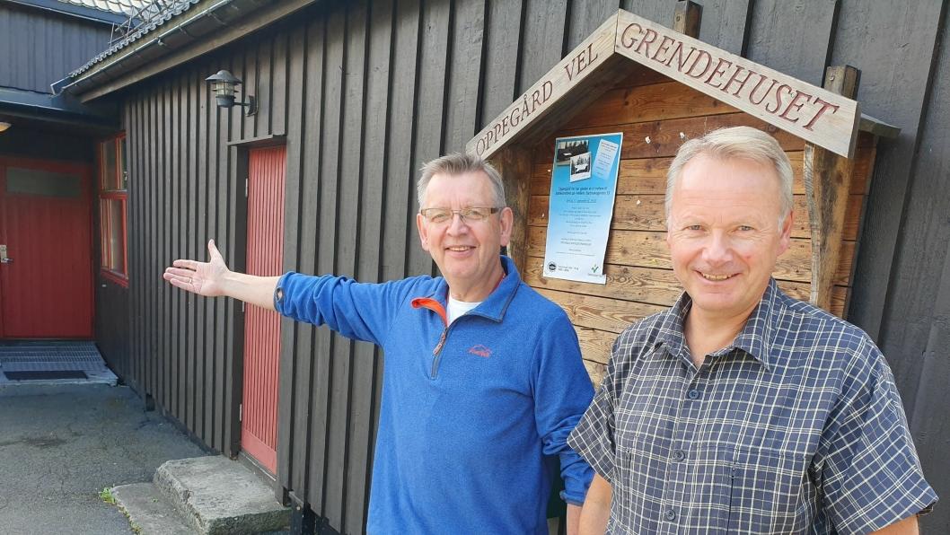 INVITERER TIL STOR FEST: – Bli med å feire dagen med oss, sier Geir Hokholt og Kjell Bakke, styremedlemmer i Oppegård Vel og medlemmer i festkomiteen.