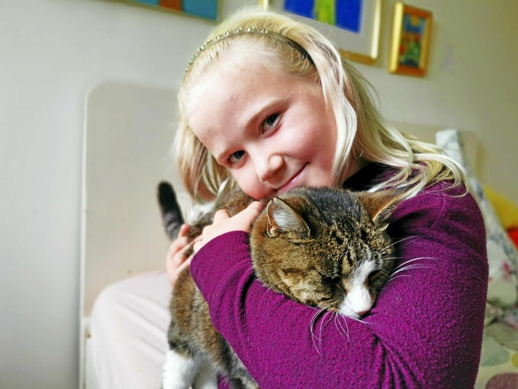GODE VENNER: Pauline ga Lucia navnet Lucy før hun fikk vite hva den voksne katten egentlig het.