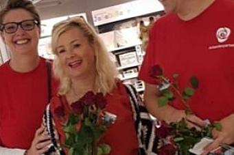 Jeg delte ut roser for Ap – like etter kom sjokkbeskjeden…