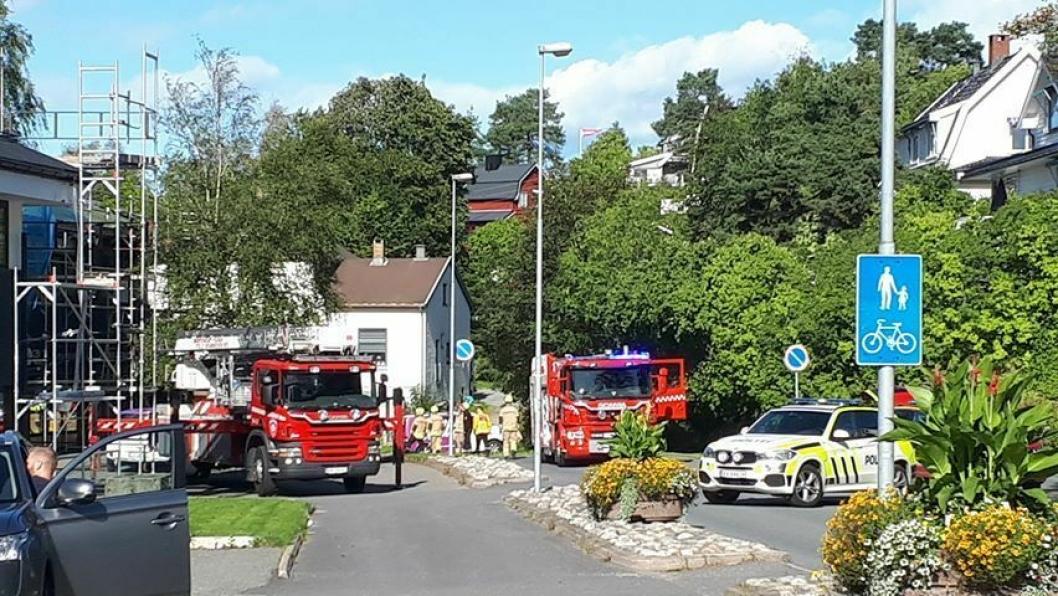 UTRYKNING: Både politiet og brannvesen rykket ut til Oppegård søndag.