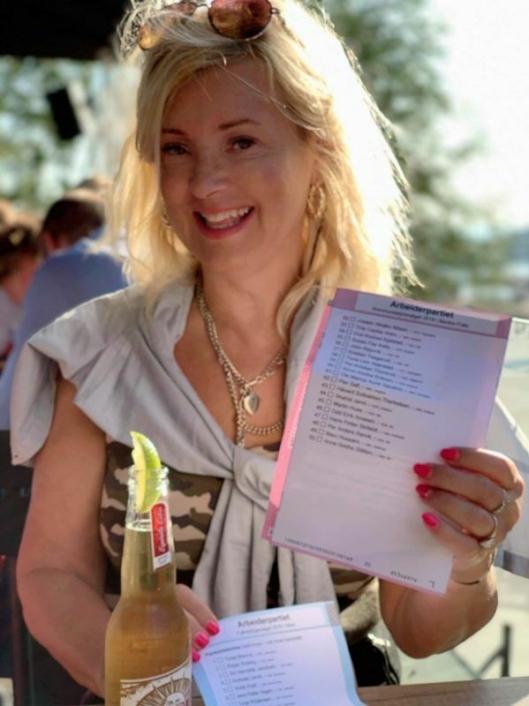 VAR LISTEKANDIDAT FOR AP I NORDRE FOLLO: Tine C. Holm, var listekandidat for Ap i Nordre Follo. Hun er også journalist, norsklærer og blogger med eget nettsted, helsetine.no