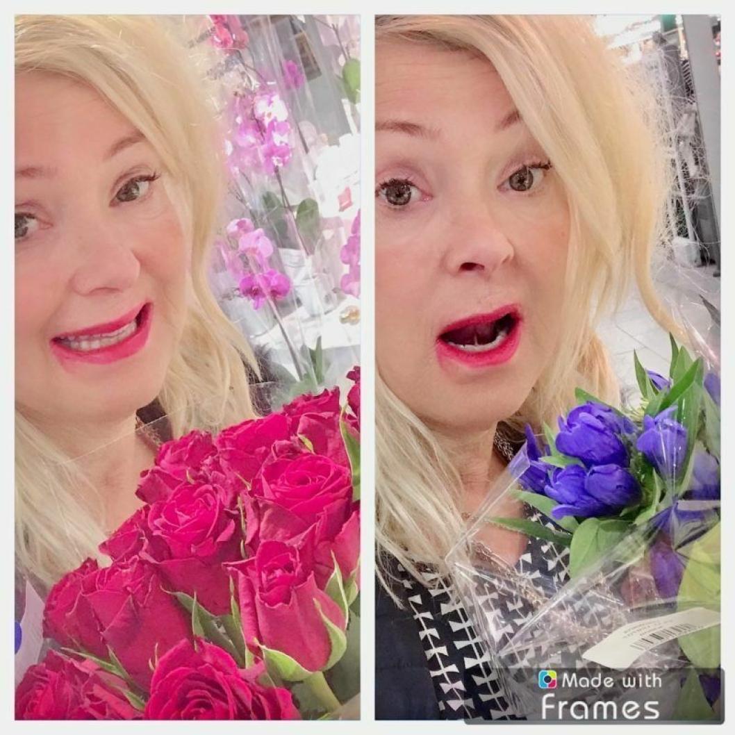 """FRA RØDT TIL BLÅTT: «De røde rosene jeg delte ut til deg som trodde på meg og de andre listekandidatene ble brutalt kappet hodet av og bladene farget blå"""", skriver Tine C. Holm i sitt leserinnlegg."""