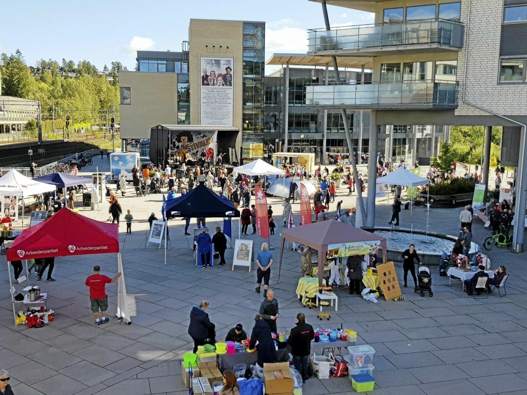 FOLKSOMT: Markedsdagen på Jan Baalsruds plass er et fast innslag i Eventyrfestivalen.
