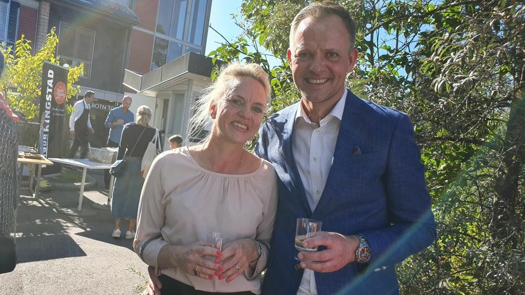 INVITERTE TIL STOR FEST: Helene Jahren og Vebjørn Aarflot ved Gamle Tårnhuset restaurant inviterte innbyggerne til en stor fest lørdag 21. september.