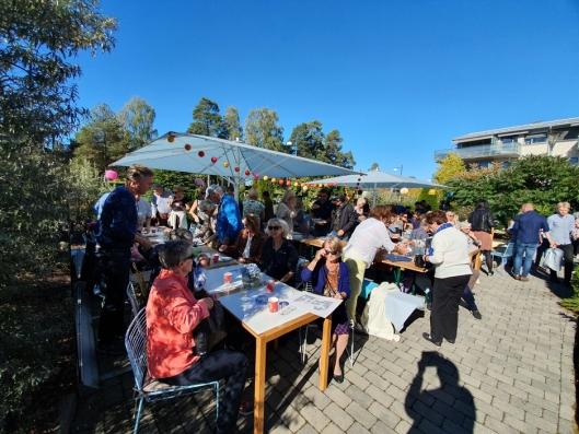 INVITERTE TIL STOR FEST: Lørdag ettermiddag var det gratis mat og underholdning da den lokale restauranten feiret ti år på Kolbotn.