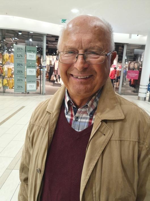 JUBLER: Gunnar Sveen (76) fra Kolbotn er meget fornøyd med vedtaket om at rådhuset ikke skal selges.
