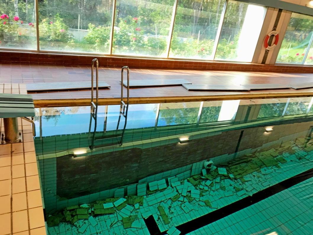 TRIST SYN: Dette var synet som møtte den som jobbet i Sofiemyr svømmehall 26. juli i sommer.