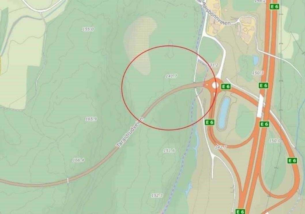 BILULYKKE PÅ SOFIEMYR: Illustrasjonen viser en risikokurve på Taraldrudveien (i kjøreretning mot E6) på Sofiemyr. I 2017 skjedde det en bilulykke med alvorlig skade her.