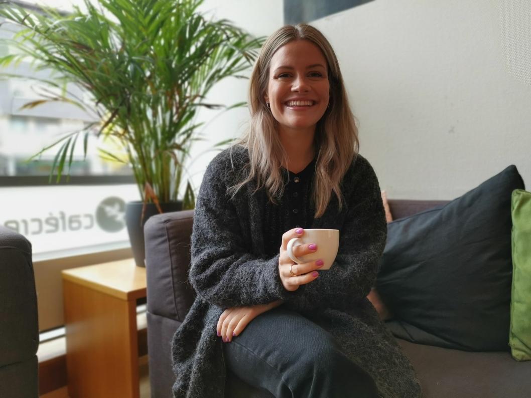SYNGER FOR KVINNENE: Helena Leinebø er glad for å få være med på å hjelpe kvinner i andre land med å nå sine drømmer og ambisjoner.