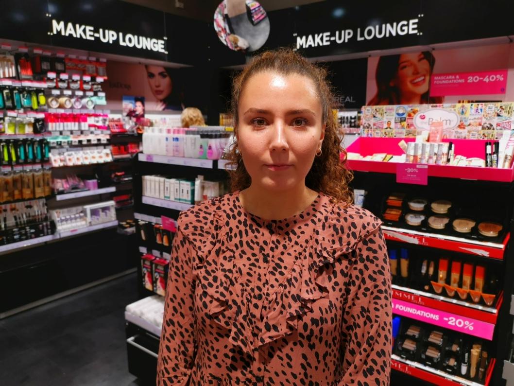 Oana Dragomir, franchisetaker Vita Kolbotn torg, går en suikker fremtid i møte, da eieren av kosmetikkkjedene Vita og Loco har begjæørt konkurs.