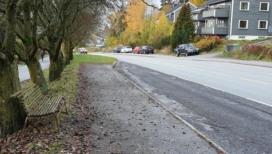 FÅR LESKUR: Bussholdeplassene Nordberg, Frøyas vei og Sofiemyr senter mangler leskur på den ene siden i dag.