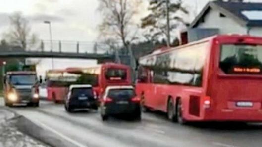 KONGEVEIEN: Busslommen ved klubbhuset skal fjernes og erstattes med kantstopp i november.