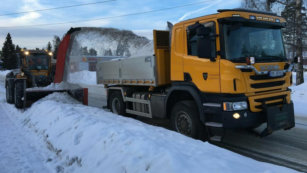SALTING AV KOMMUNALE VEIER: I 2018 ble det brukt over 168 tonn med salt I forbindelse med vintervedlikehold av de kommunale veiene i Oppegård. Saltforbruket i Ski var på 120 tonn i den samme perioden, ifølge de innsendte fakturaene fra de to kommunene.