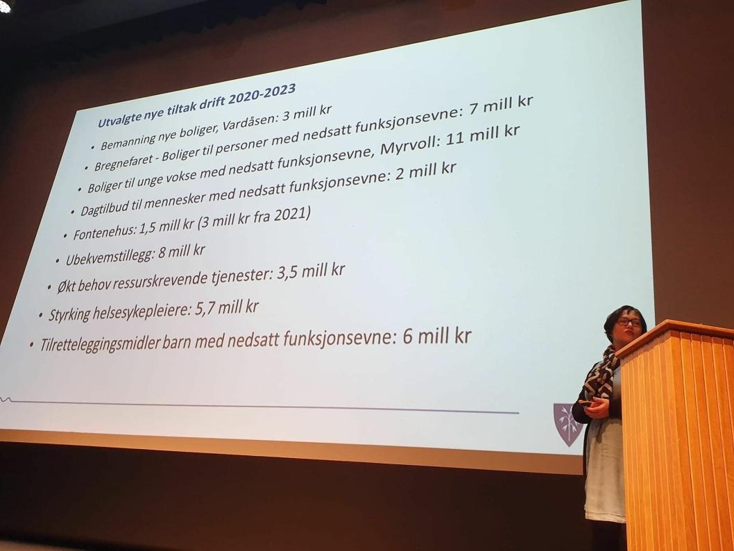 NYE TILTAK: Sissel Hodder Hovden, fagsjef for økonomistyring, presenterer noen av de nye tiltakene.