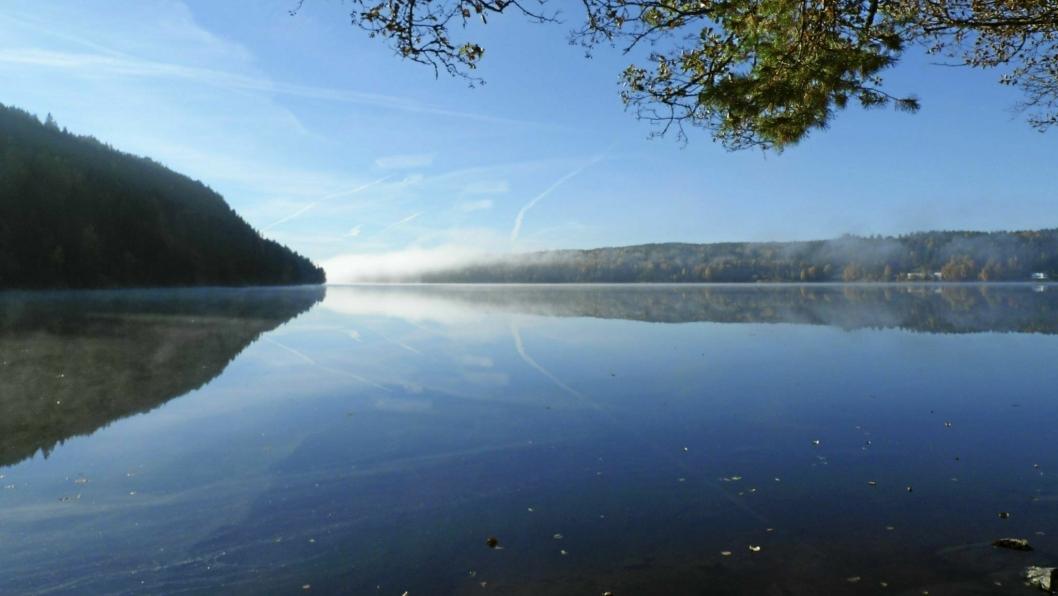 DRIKKEVANNET TIL 40.000 MENNESKER: Gjersjøen i høstsol.
