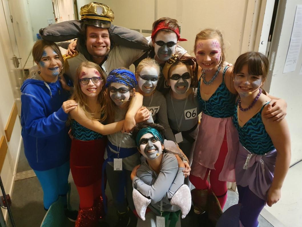 OPAL SKAPER VENNSKAP: – Det er kjempegøy å spille teater med OPAL. Vi er som en familie, sier alle samstemt.Gjett om de gleder seg til premieren!