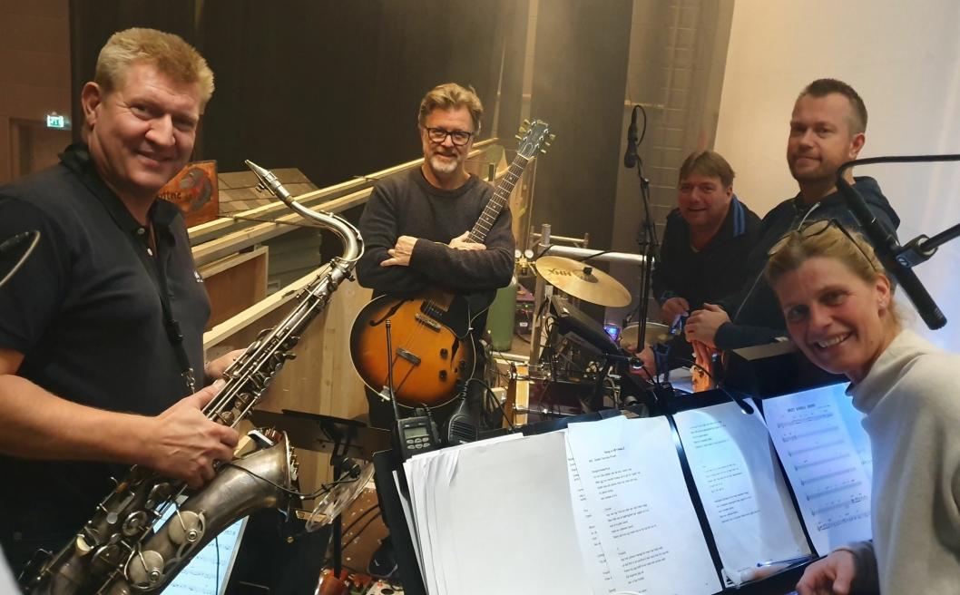 LOKALE HELTER: Lokale, men proffe musikere vil sørge for en flott stemning under forestillingen.