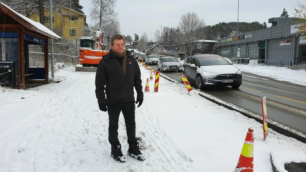 STARTET PROTESTAKSJON: Eirik Storjordet fra Kolbotn har startet en protestaksjon for å stoppe fjerning av busslommene i Sønsterudveien og Kongeveien.