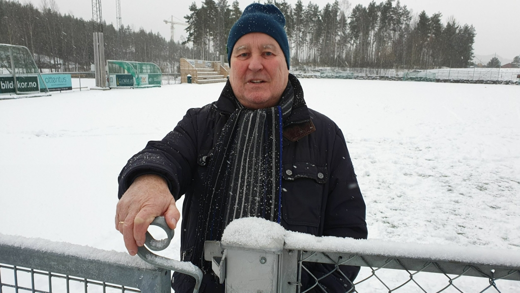 MÅTTE STENGE BANEN: – Etter å ha drøftet situasjonen med kommunen i flere uker, har Kolbotn Idrettslag valgt å stenge Sofiemyr kunstgressbane for vinteren, sier Håkon Bekkestad (75), som er nestleder i Kolbotn IL Fotball Herrer.