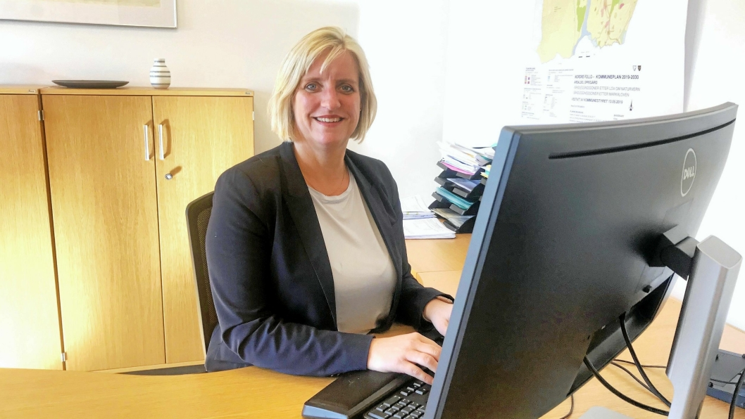 – BEKLAGELIG: – Det er beklagelig at Sofiemyr kunstgressbane må stenges, sier rådmann Monica Lysebo i Oppegård kommune.