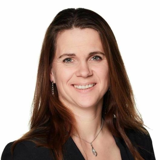 FAST REPRESENTANT FRA FOLLO: Fylkespolitiker Solveig Schytz (V) er bosatt i Ås og er leder av hoveduvalget for samferdsel i Akershus. Nylig har hun blitt valgt inn i fylkestinget for Viken fylkeskommune.