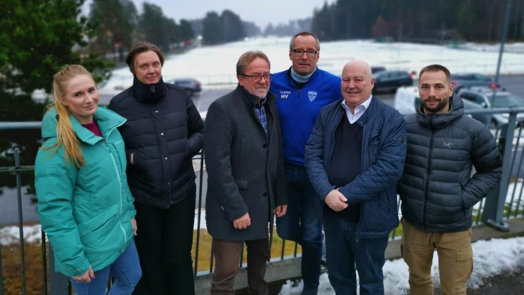 SKAL LØSE: Representanter fra både idrettslag og kommunen var fredag samlet for å snakke om hvordan de skal løse den krevende situasjonen rundt vintervedlikehold. Fra venstre: Ann Kjersti Haga (UTE), Gry Larsen (UTE), Per Magne Betten (Prosjektkontoret), Harald Vaadal (KIL), Håkon Bekkestad (KIL) og Roman Artemov (Prosjektkontoret).