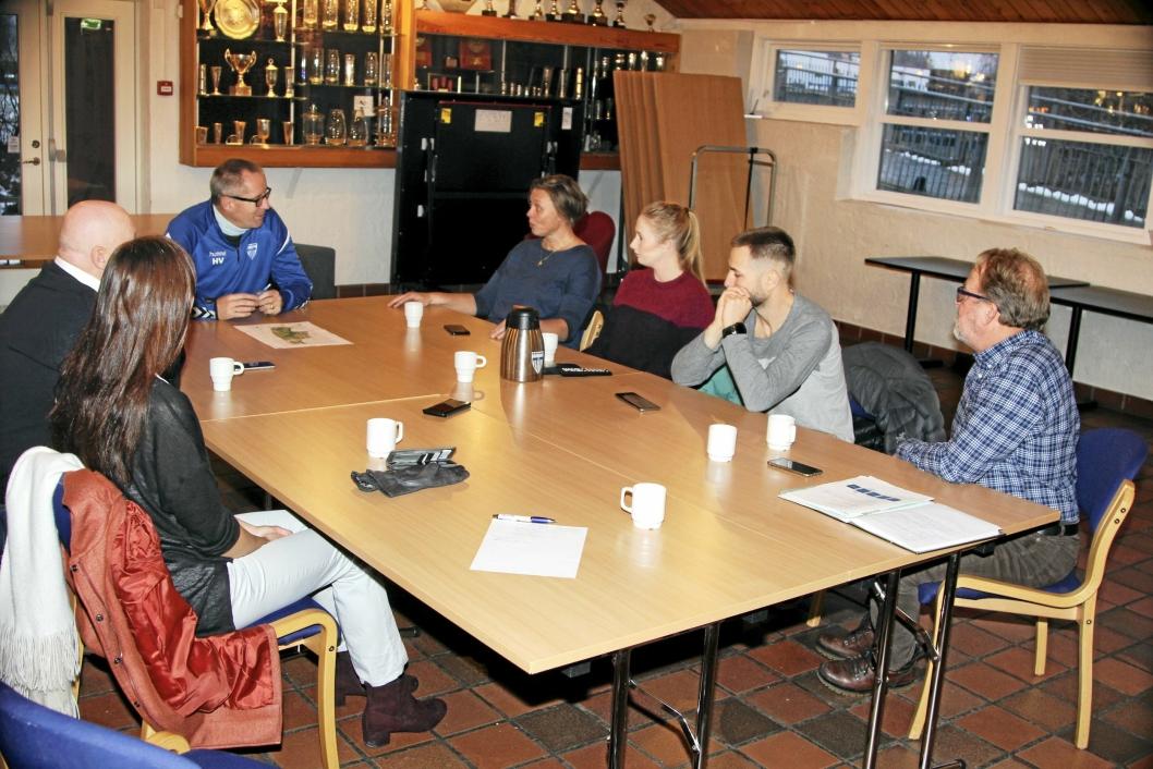 LEDET MØTET: Daglig leder Harald Vaadal i KIL fortalte om de gode planene for Tømtebanen og ønsket om å etablere energisentral, som vil gi undervarme både på Tømtebanen og Sofiemyr kunstgress.