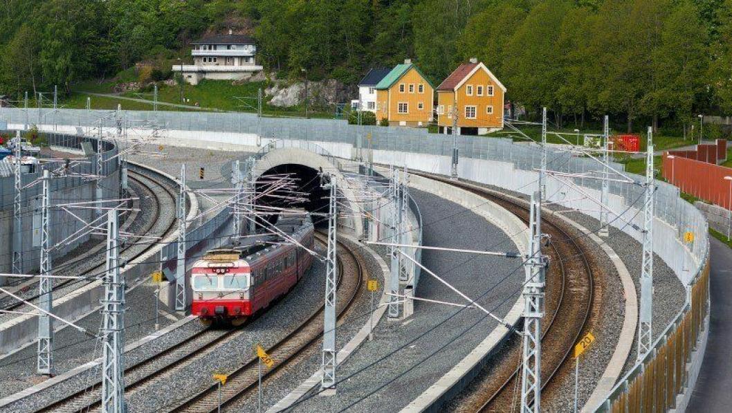SKAL BYTTES: Det er lokaltog av type 69 som i første omgang blir erstattet av de nye togene.