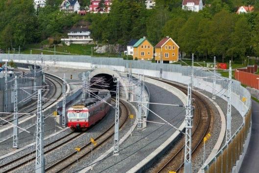 SKAL BYTTES OM FIRE ÅR: Det er lokaltog av type 69 som i første omgang foreslått erstattet av de nye togene.