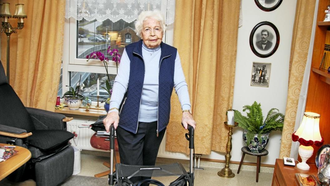 AVHENGIG: Rullatoren er avgjørende for at Liv Wiborg skal komme seg rundt. Sist fredag ble hun  påkjørt av en rullestolbruker på Kolbotn torg.
