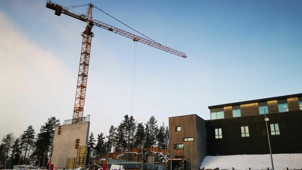REISER SEG: Nå begynner det å komme vegger på plass på hotellet på The Well, som skal stå ferdig tidlig 2021.